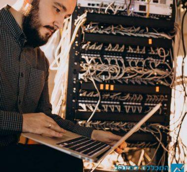 אם לא תבינו, איך תתכנתו? דרכי התקשורת של מחשב כמבוא לתכנות
